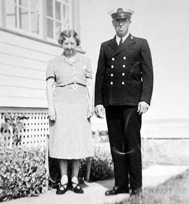 Mabel and keeper Arthur Beal